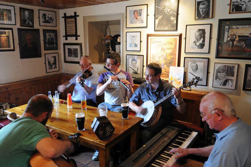 Larkin's Pub, Gary Kennedy